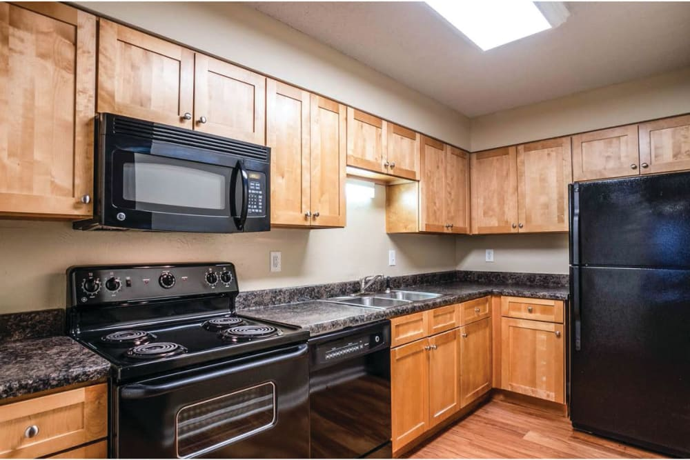 Full kitchens at 865 Bellevue Apartments in Nashville, Tennessee.