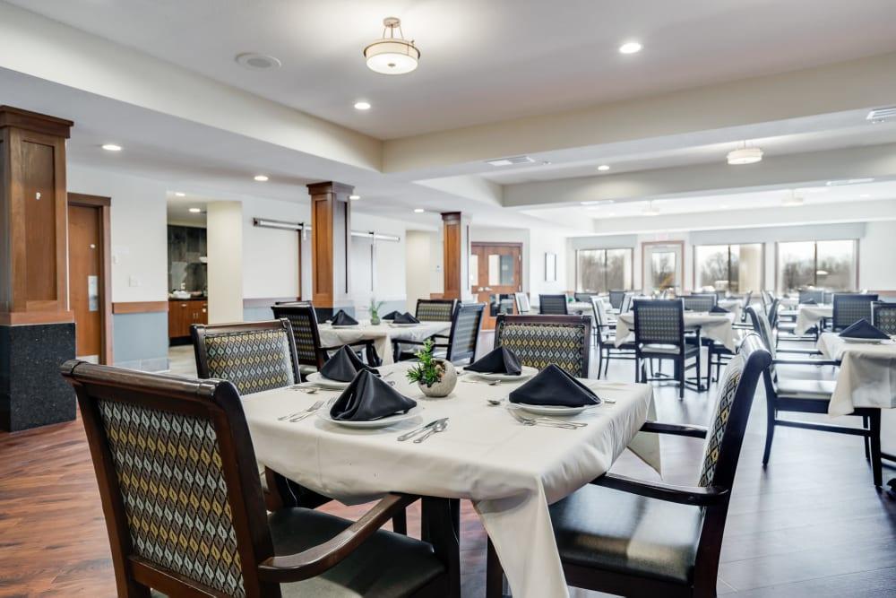 Restaurant-style dining at Arbor Glen Senior Living in Lake Elmo, Minnesota