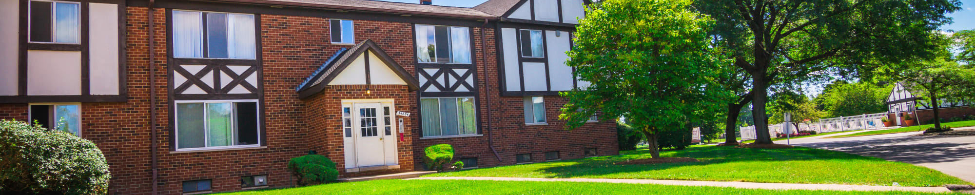 Schedule a tour to view Maple Creek Apartments in Sterling Heights, Michigan