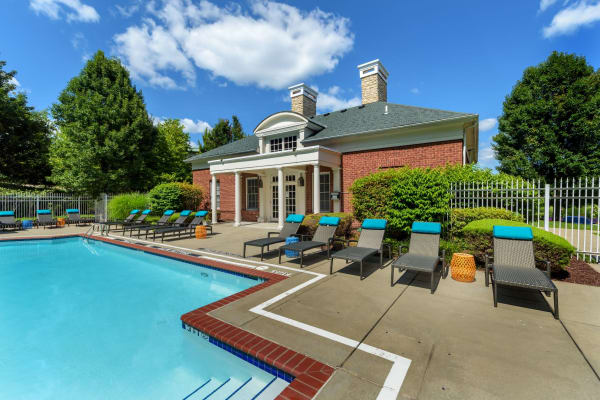 Swimming pool and tons of seating at Christopher Wren Apartments & Townhomes in Wexford, Pennsylvania