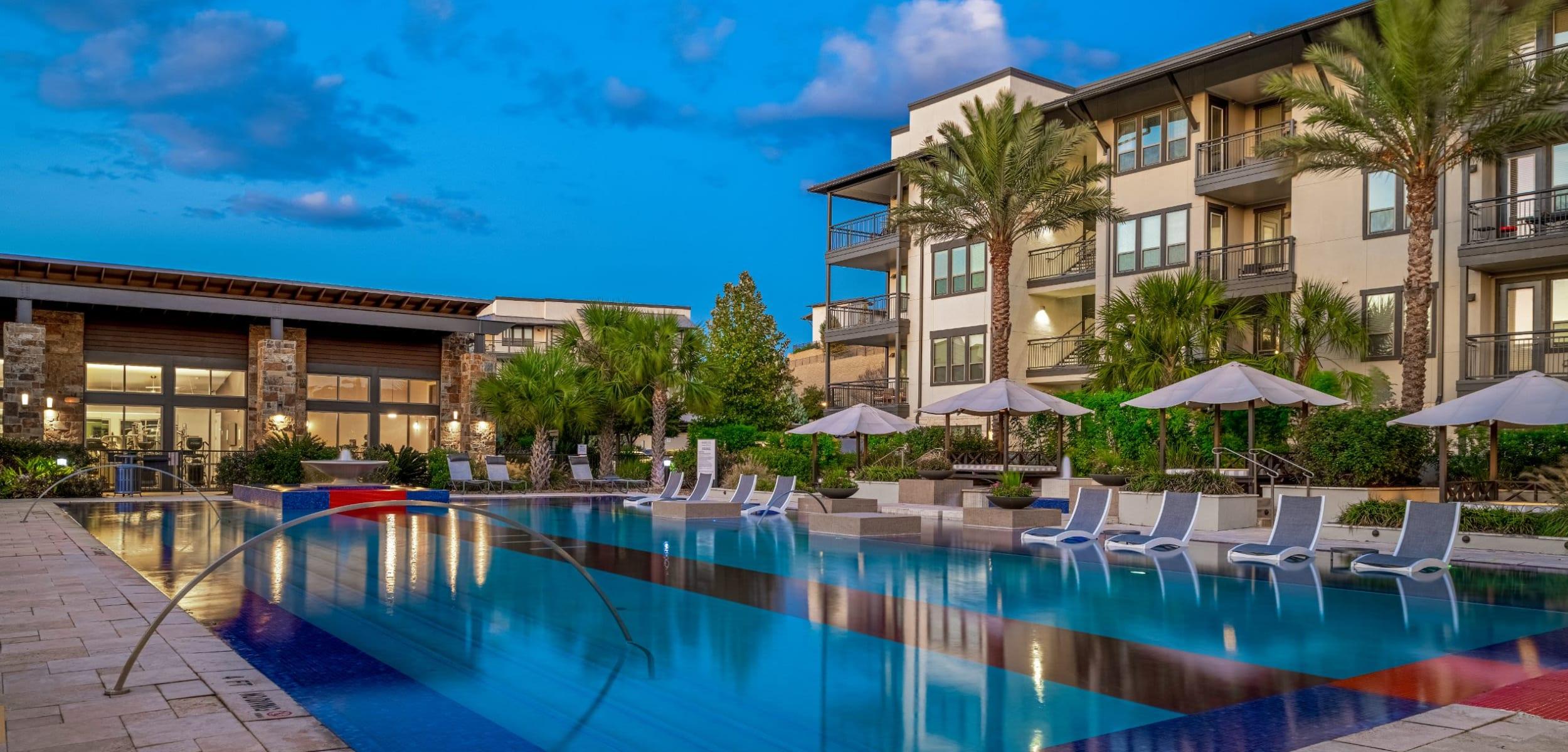 Resort style pool at Marquis Cresta Bella in San Antonio Texas,