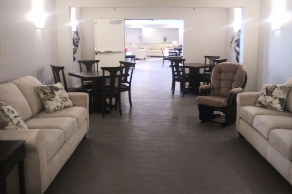 Community living area for residents at Arlington Place of Red Oak in Red Oak, Iowa