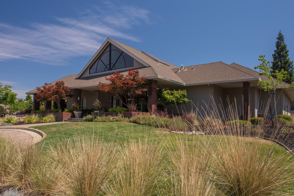 Exterior of Deer Valley Apartment Homes in Roseville, California