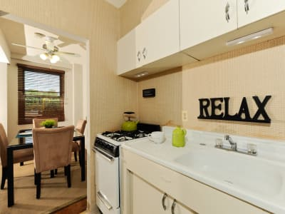 The Marylander Apartment Homes offers a kitchen in Baltimore, MD