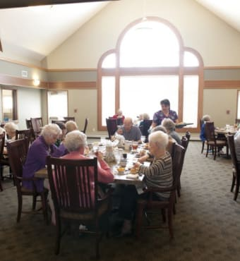 Dining at Meadow Ridge Senior Living