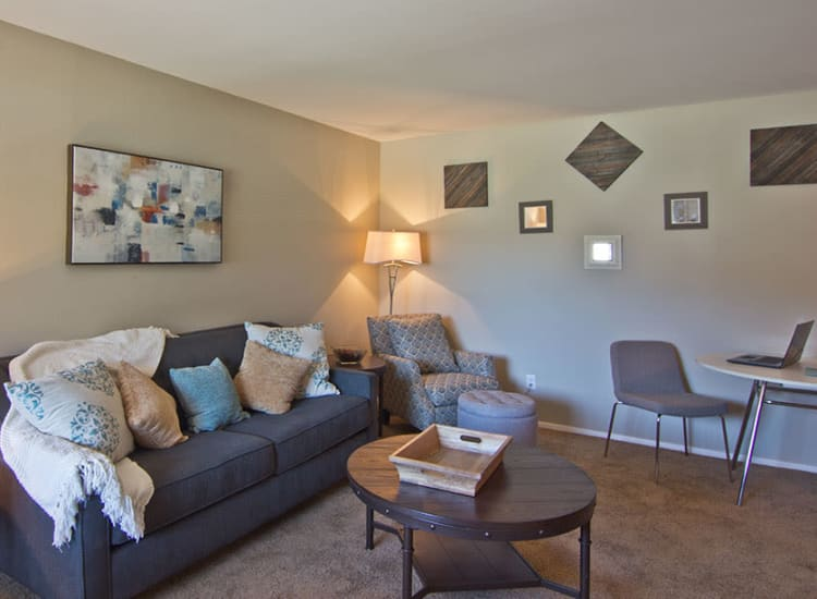 Well decorated living room at The Summit at Ridgewood in Fort Wayne, Indiana