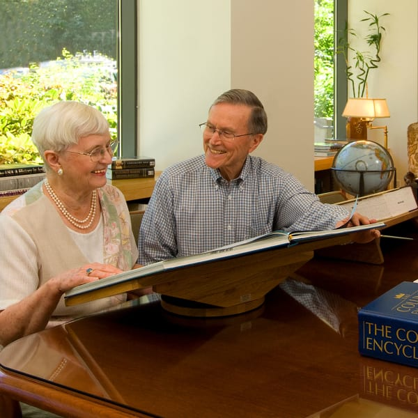 A resident couple in the library at Carefield Living.