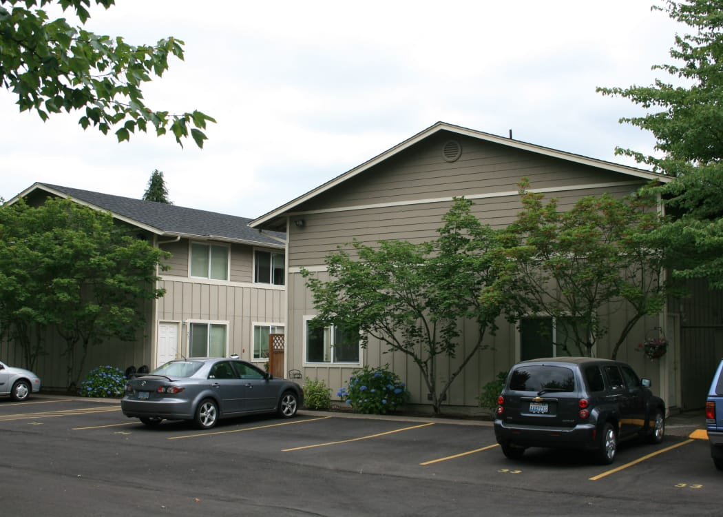 Enjoy beautiful green areas at Kings Court in Springfield, OR