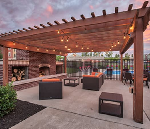 BBQ area lounge at Overlook Apartments in Elsmere, Kentucky