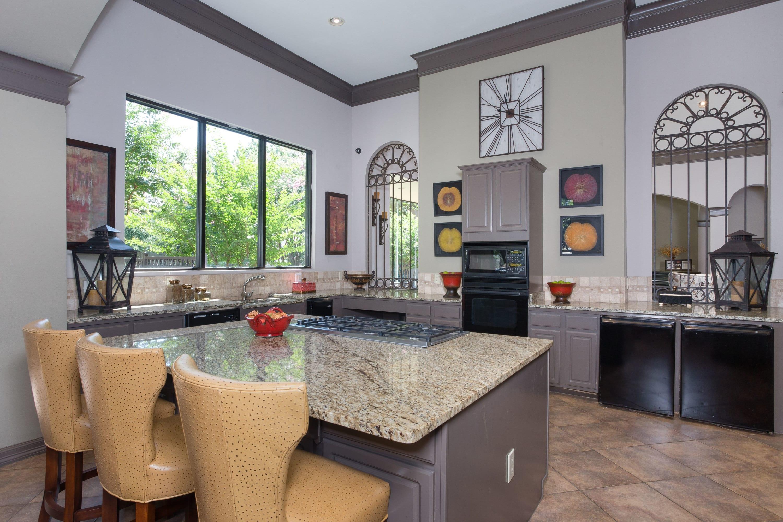 Apartment homes at The Verandas at Timberglen in Dallas, Texas