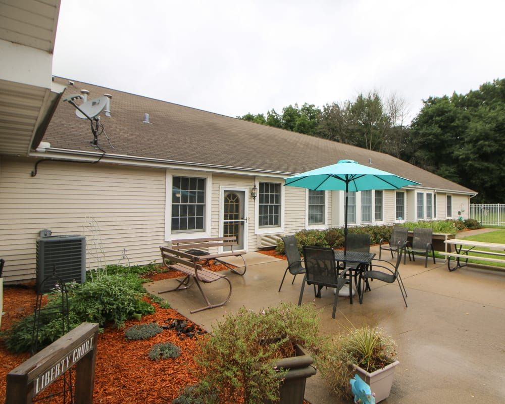 View of courtyard and picnic area at Liberty Court in Dixon, Illinois.