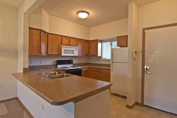 Spacious kitchen at Steeplechase Apartments & Townhomes in Toledo, OH