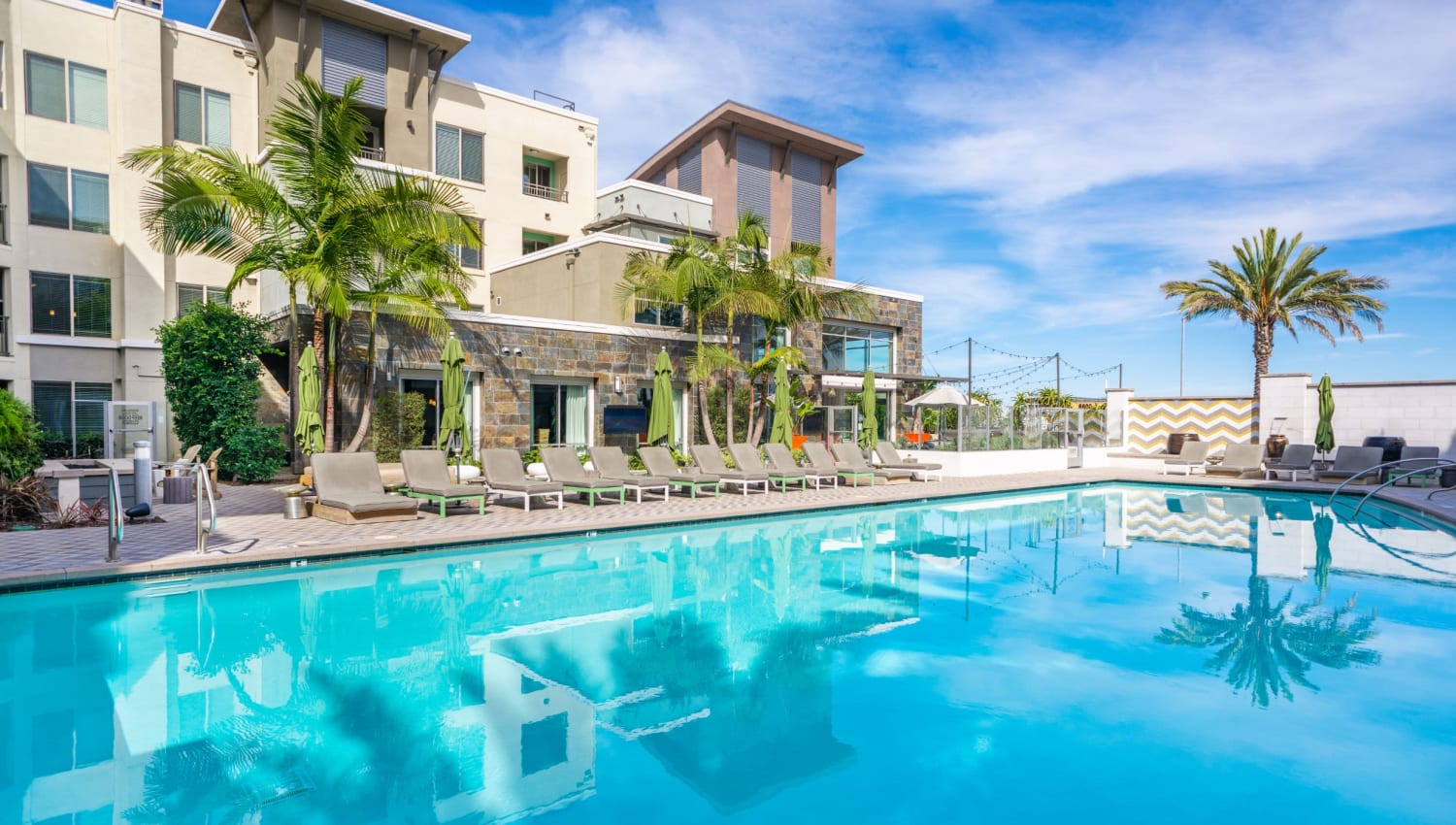 Sparkling resort-style pool and spa of Olympus Corsair in San Diego, California
