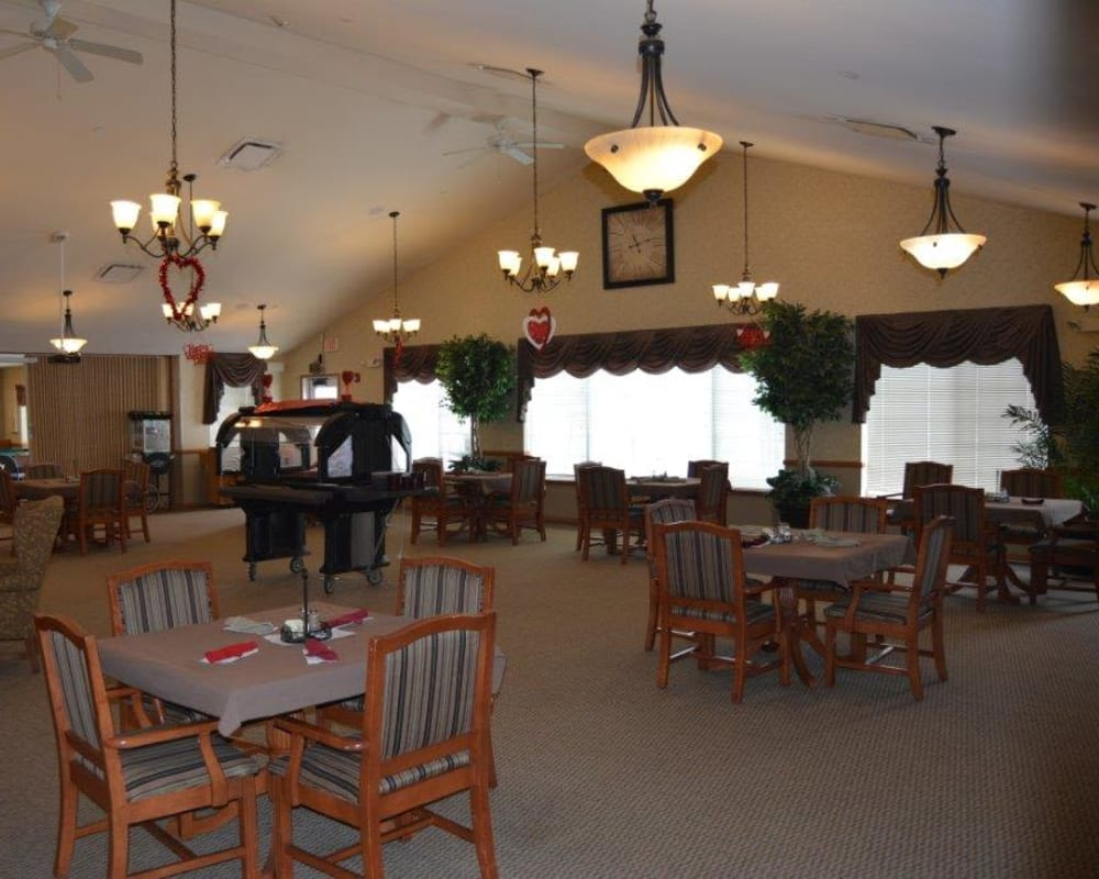 Restaurant style dining room at Courtyard Estates at Hawthorne Crossing in Bondurant, Iowa.