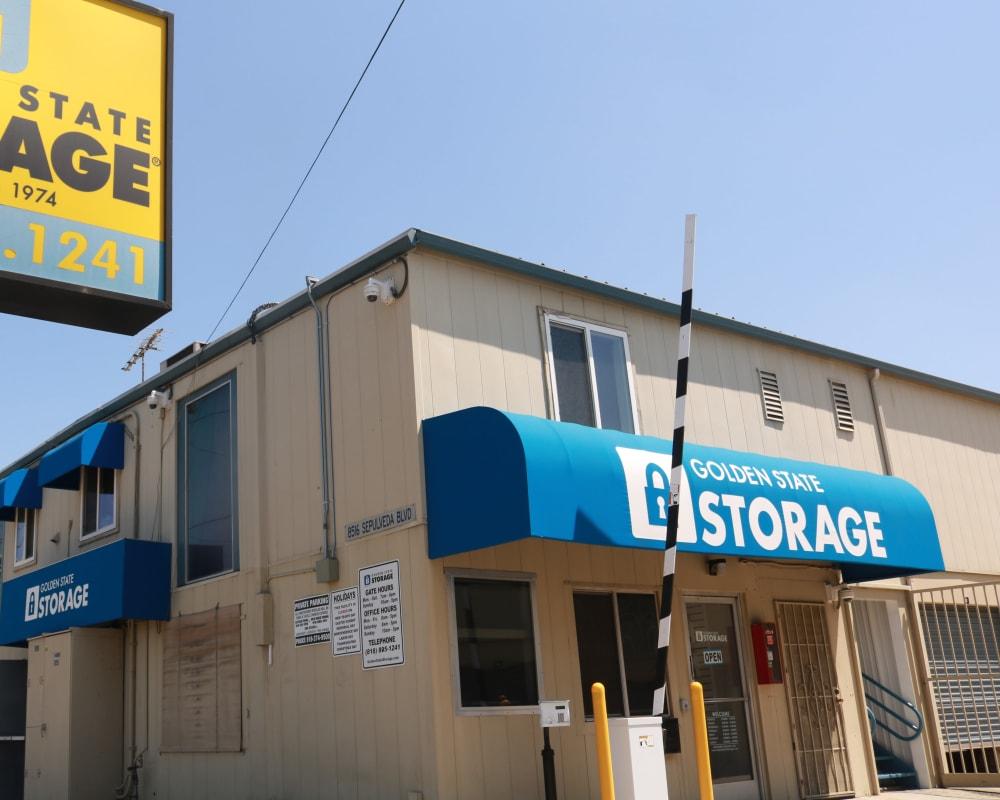 Exterior of Golden State Storage - Sepulveda in North Hills, California