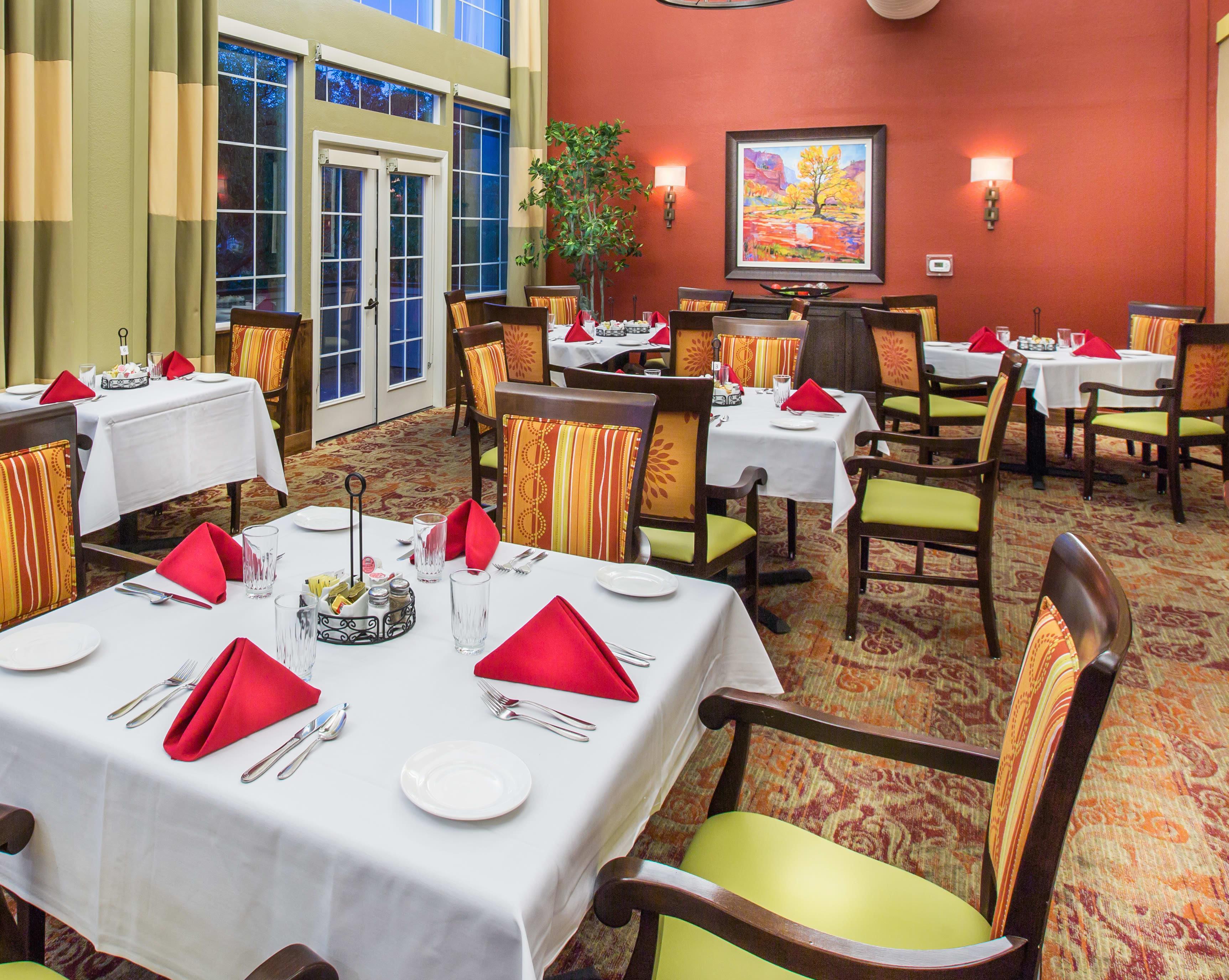 Decorative dining area at Oakmont Gardens in Santa Rosa, California