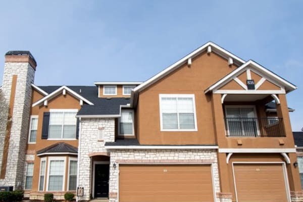 Garages offered at Stonehaven Villas in Tulsa, Oklahoma