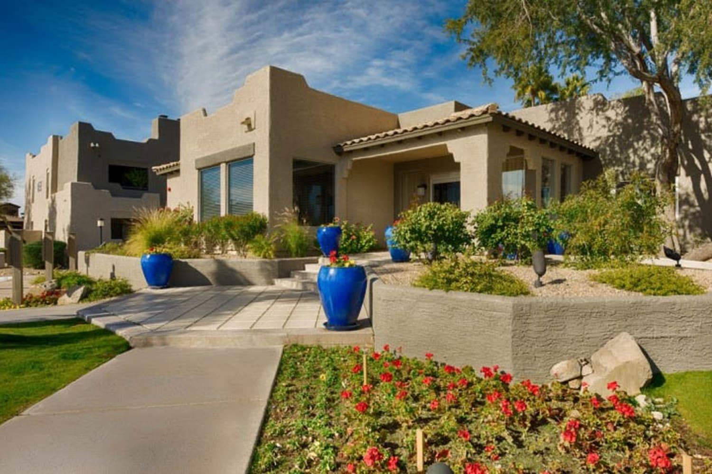 Front of Cabrillo Apartments in Scottsdale, Arizona