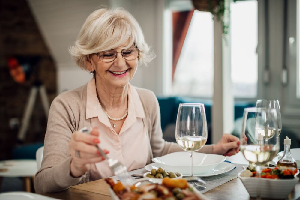 A woman dining at Broadwell Senior Living in Plymouth, Minnesota