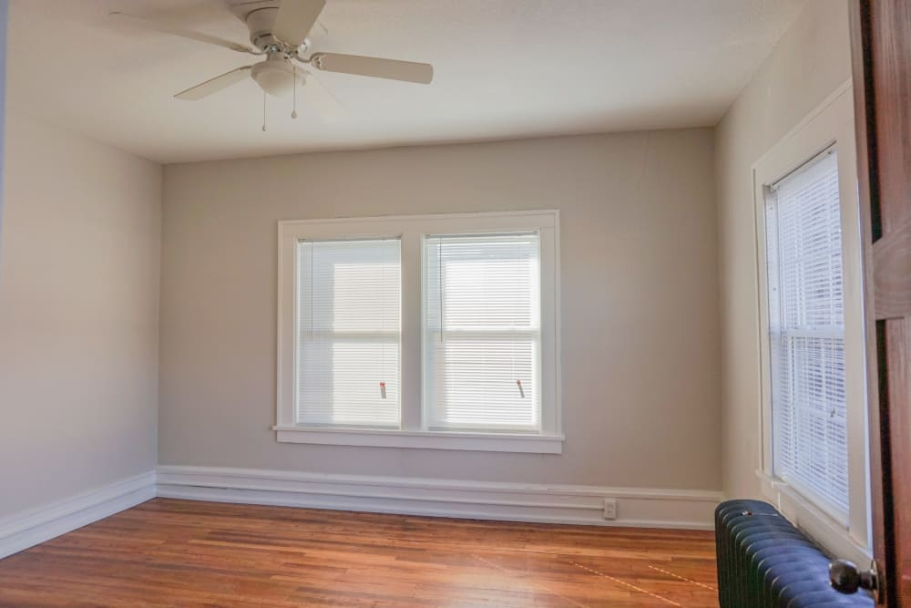 Living room with a ceiling fan at Ingersoll Flats in Des Moines, Iowa