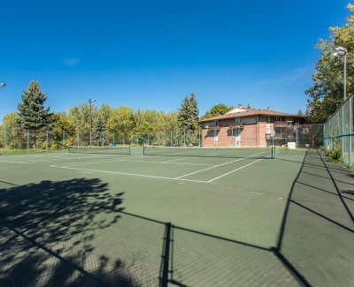 Idylwood Resort Apartments tennis courts in Cheektowaga