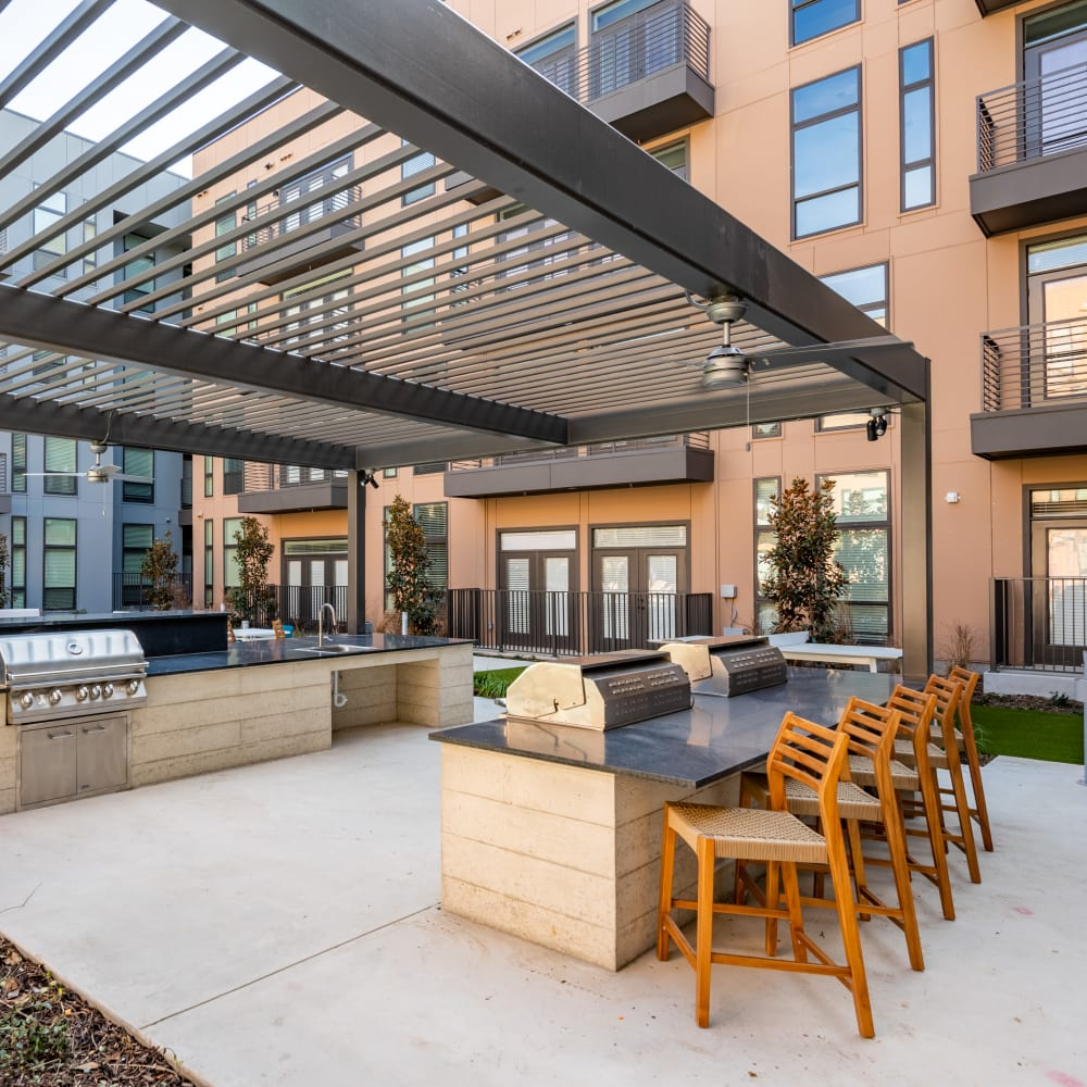Outdoor bbq area near the pool with lots of seating at The Langford in Dallas, Texas
