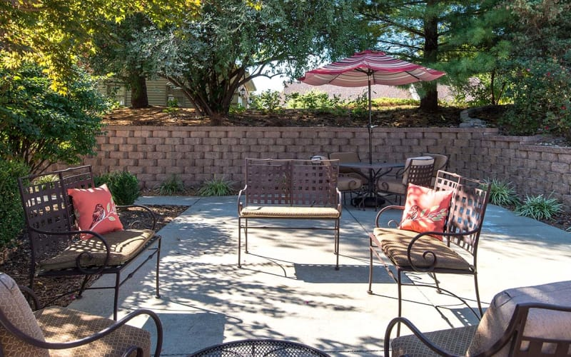 Outdoor patio with chairs at Auburn Creek Senior Living in Cape Girardeau, Missouri