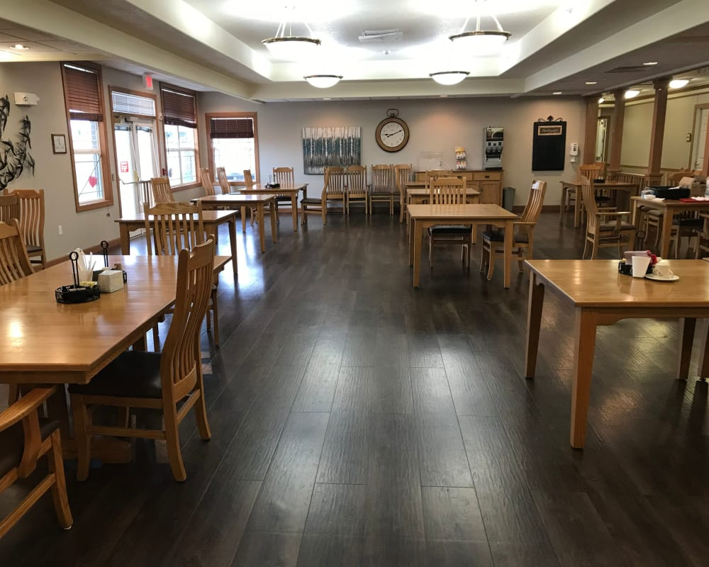 Large resident dining room at Prairie Hills Senior Living in Des Moines, Iowa.