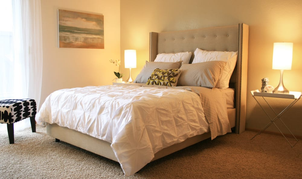 Model master bedroom at Bridge Creek Apartments in Vancouver, Washington