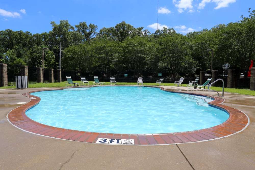 Pool at Summer Park Apartments in Jackson, Mississippi