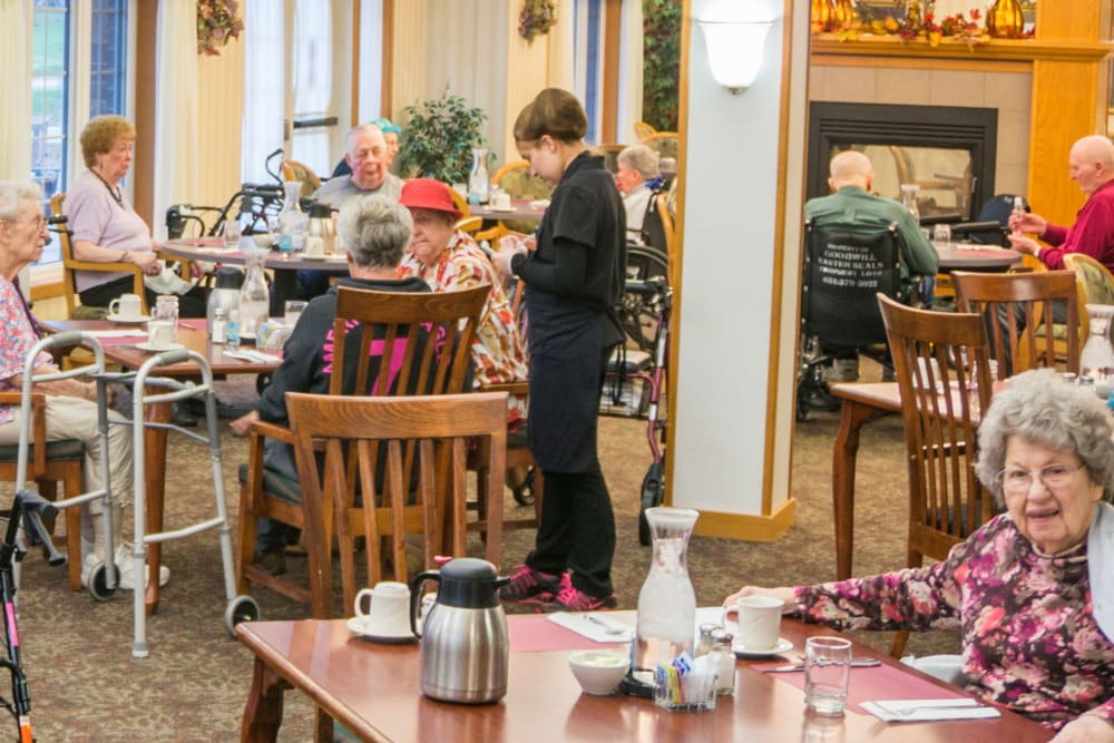 Residents gathering for a meal at Meadow Lakes Senior Living in Rochester, Minnesota.