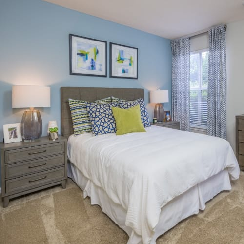 View virtual tour of 2 bedroom 2 bathroom home at The Mark in Raleigh, North Carolina