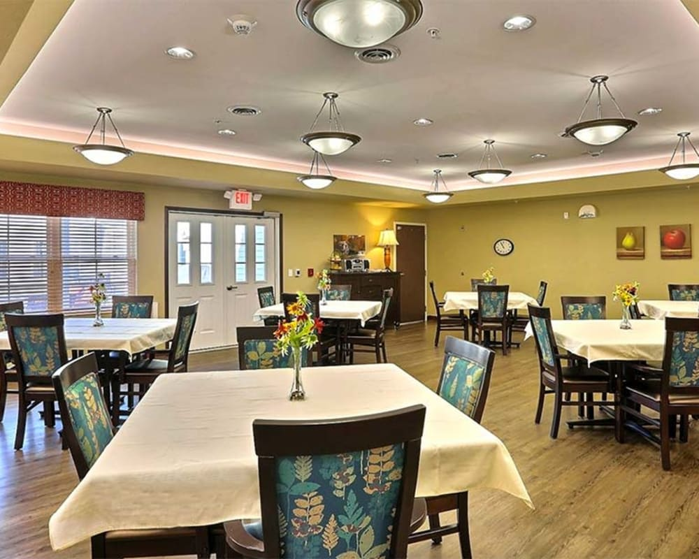 Large resident dining room at Milestone Senior Living in Cross Plains, Wisconsin.
