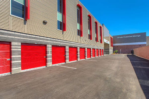 Wide driveways at Paramount self storage