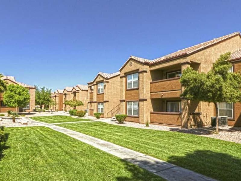 Nice green lawns at Monterra Apartment Homes