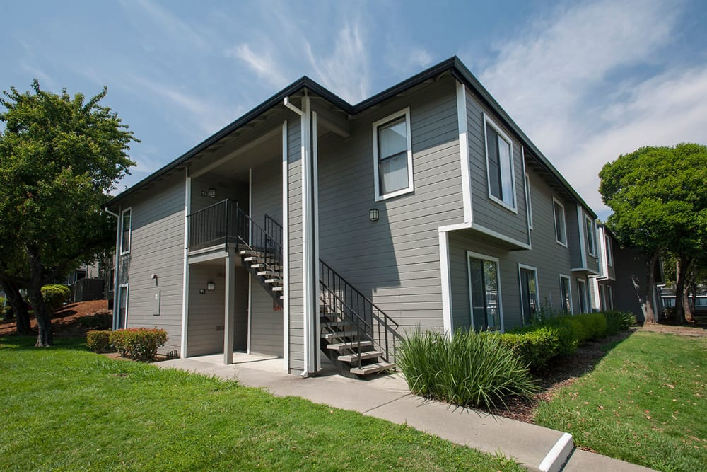 Exterior of the apartments at Sandpiper Village Apartment Homes in Vacaville, California