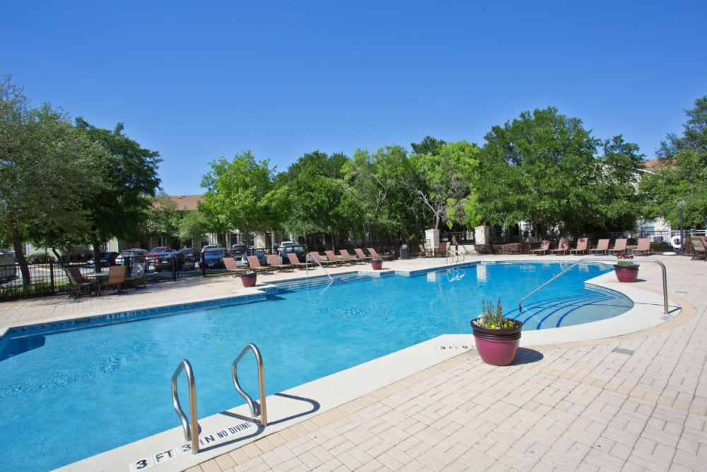 Sparkling swimming pool at Marquis Bandera in San Antonio, Texas