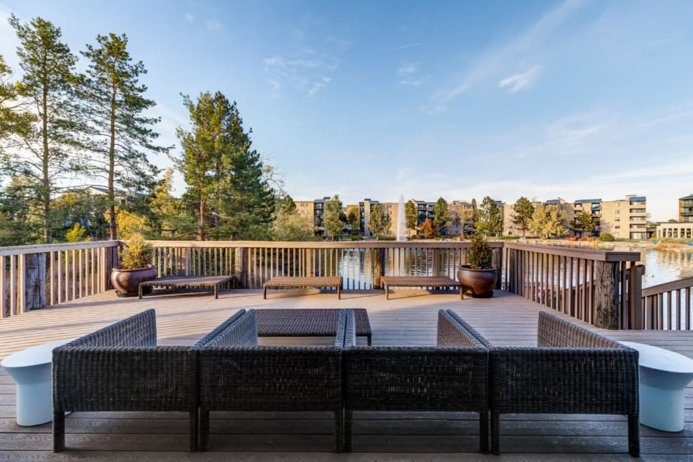 Ideal outdoor lounge area with lake views and Wi-Fi at Ashford Belmar in Lakewood, Colorado