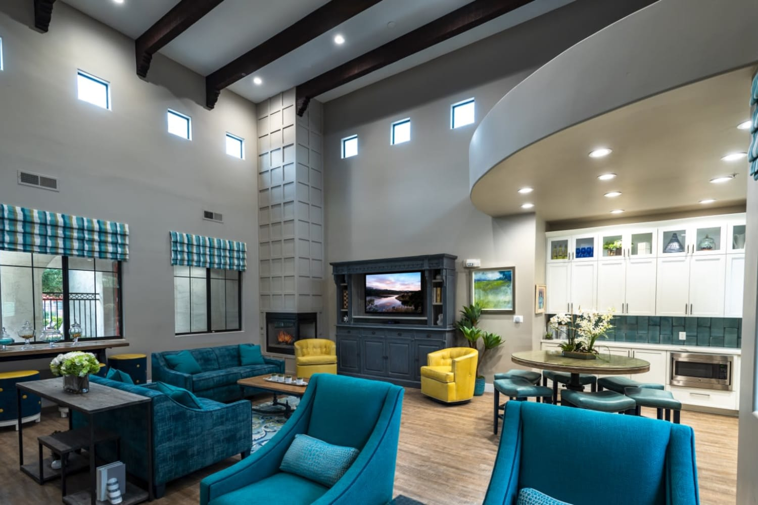 Dobson 2222 in Chandler, Arizona, offers a clubhouse television viewing area
