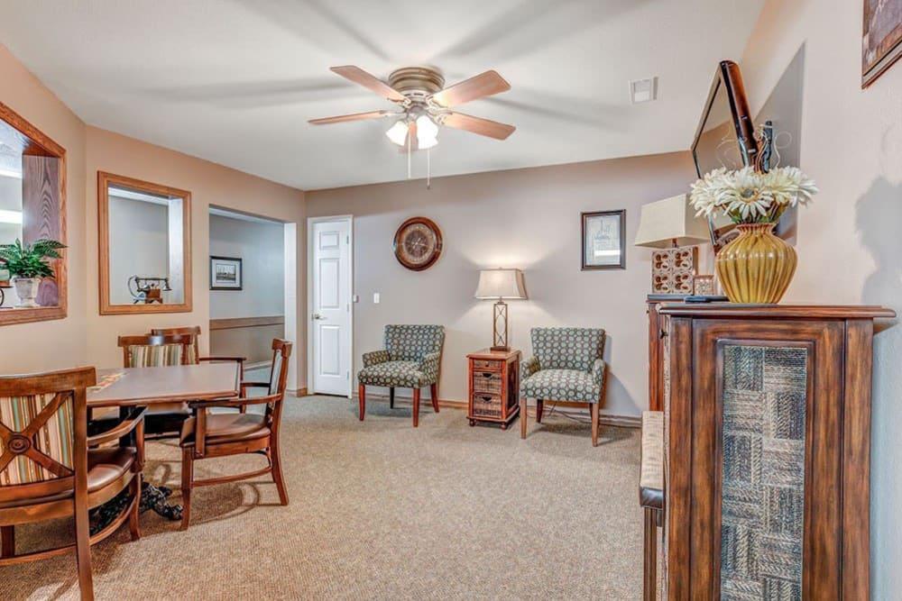 Spacious sitting room at Brookstone Estates of Mattoon North in Mattoon, Illinois