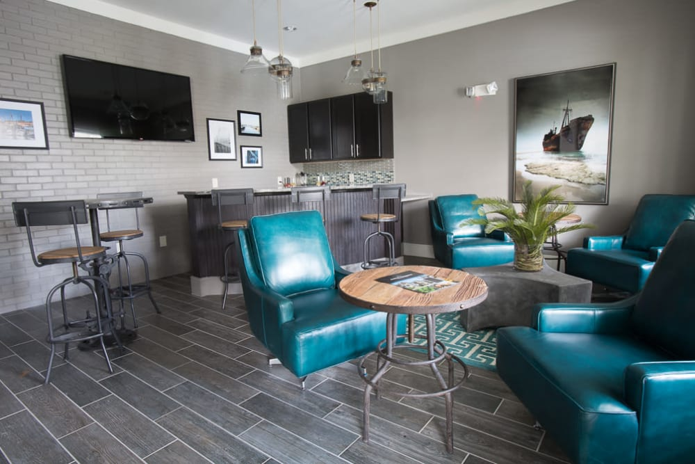 Clubhouse lounge with a bar area at Ansley Commons Apartment Homes in Ladson, South Carolina