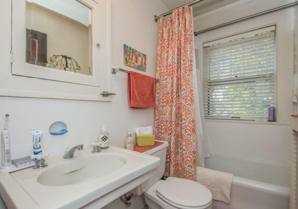 Vintage bathroom at Alta Casa in Des Moines, Iowa