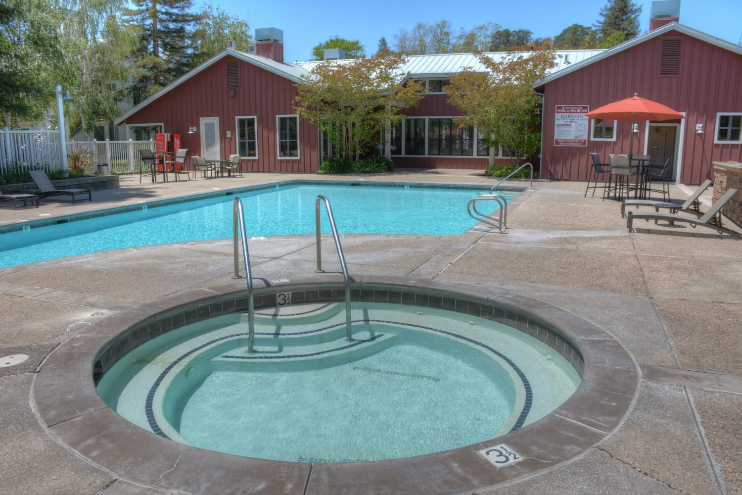 Swimming pool and hot tub at Cotton Wood Apartments in Dublin, California