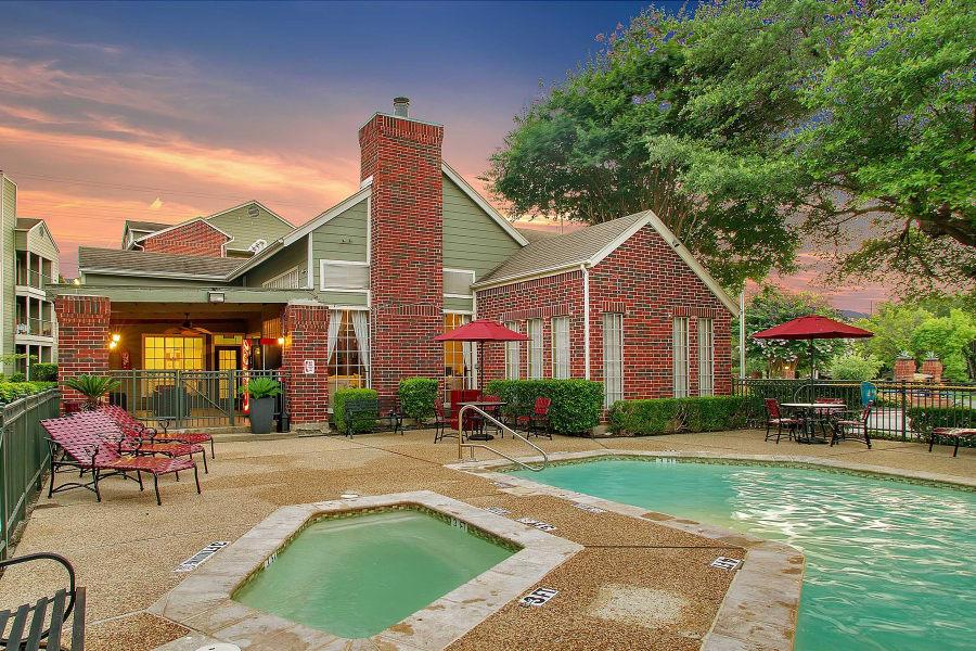 Swimming pool at Bradford Pointe in Austin