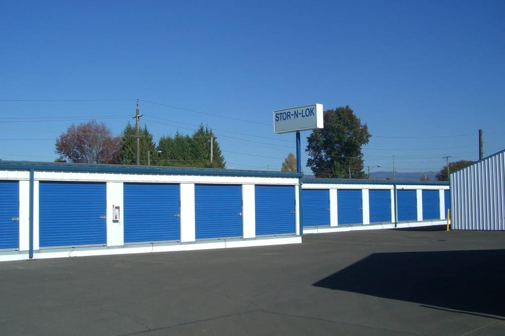 Wide driveway between storage units at Stor-N-Lok in Springfield, Oregon