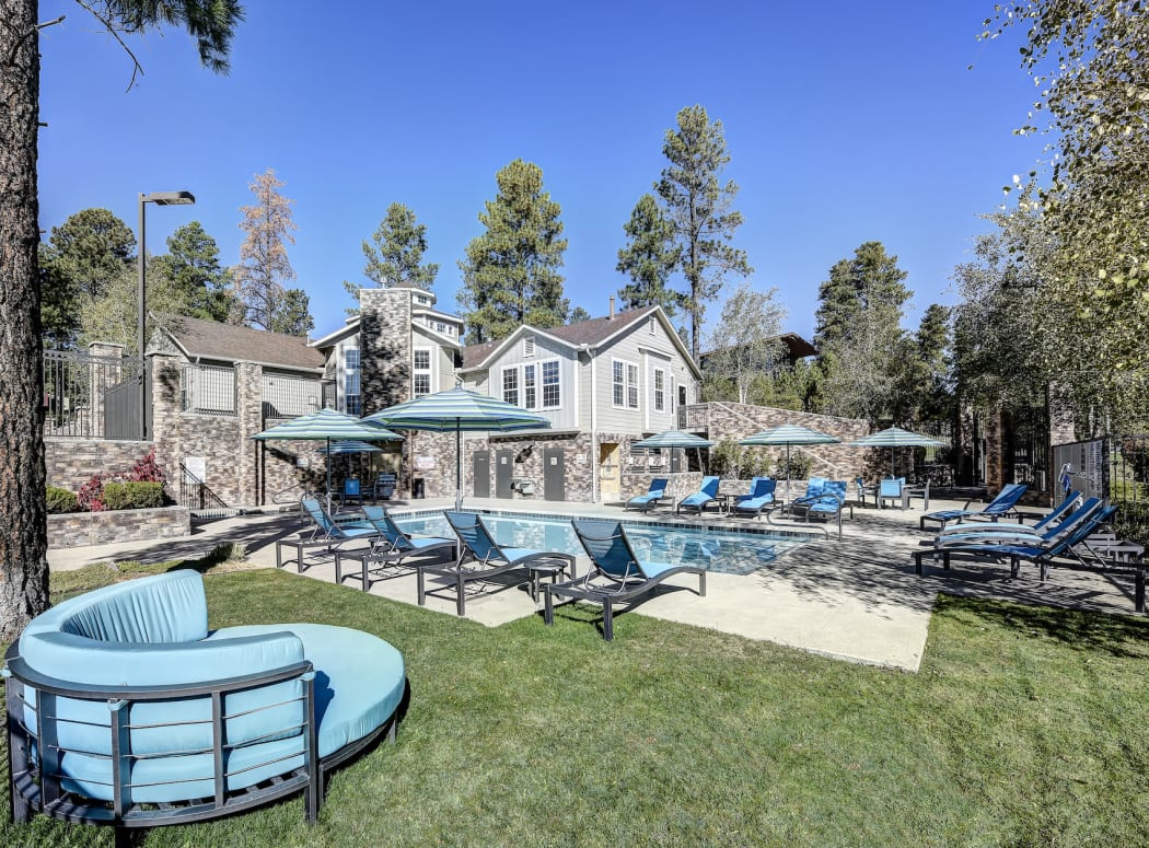 Pool and seating at Sterling Pointe in Flagstaff, AZ