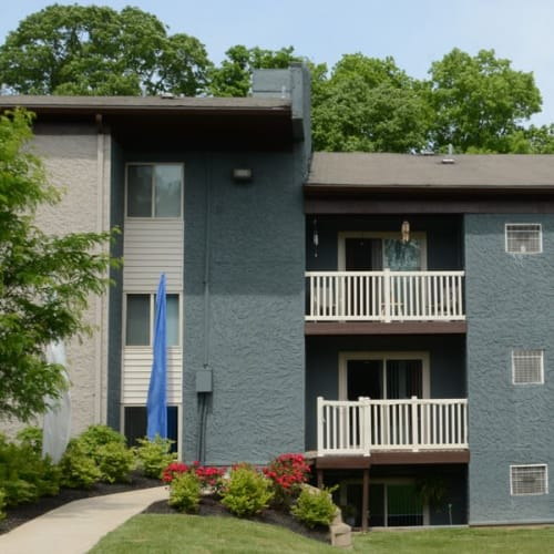 Exterior of Lakeside Landing Apartments in Lakeside Park, Kentucky