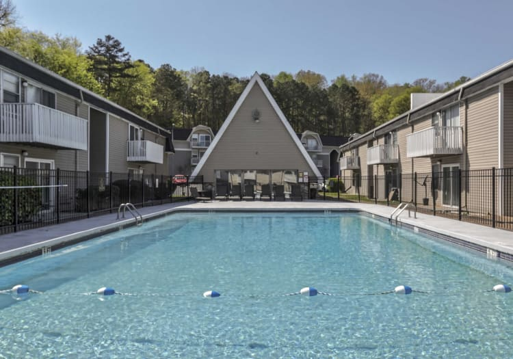 Vivid Lofts offers a large swimming pool in Chattanooga, Tennessee