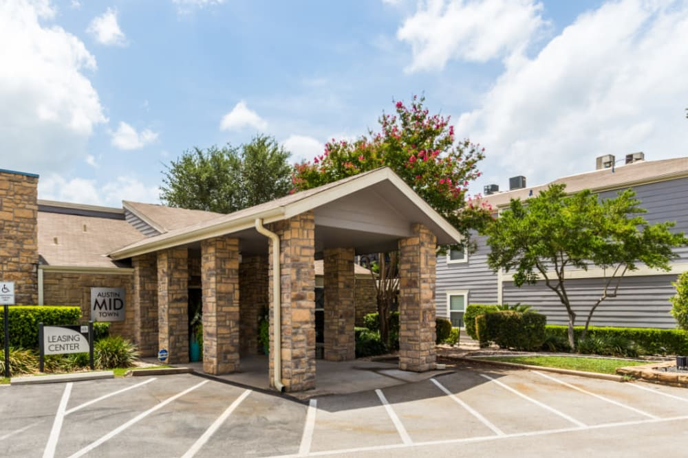 Leasing office main entrance at Austin Midtown in Austin, Texas