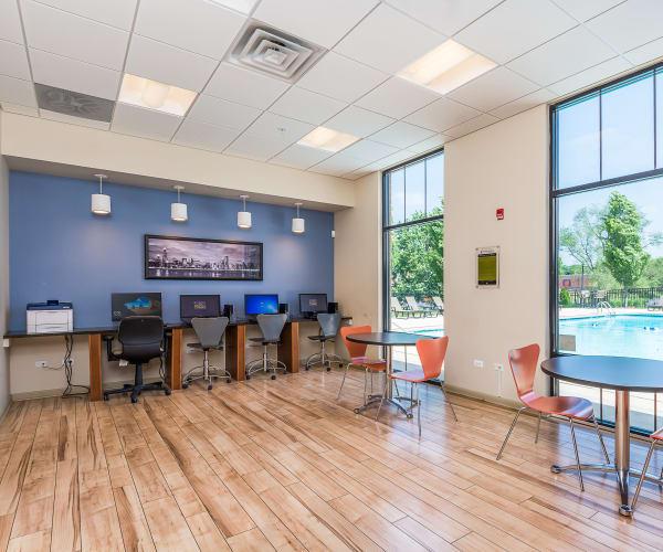 Downers Grove Apartment Amenities | Prentiss Creek at ...
